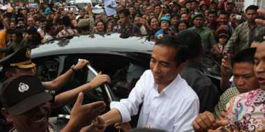 Jokowi Bagi-Bagi Kartu Indonesia Sehat Pagi Ini
