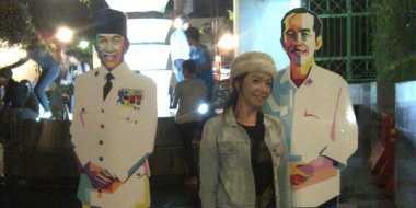 Berebut Foto Bareng Soekarno dan Jokowi