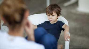 Perbedaan Mendisiplinkan dan Menghukum Anak