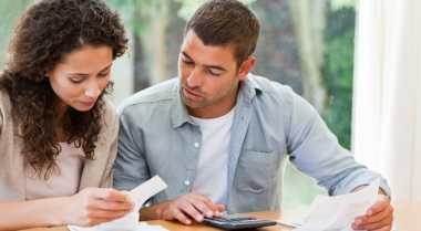 Alasan Suami Harus Mengelola Gaji Sendiri