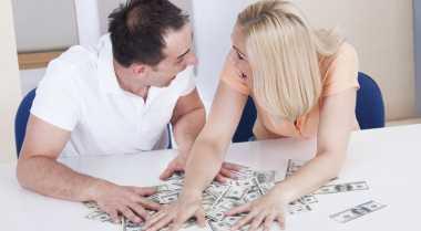 Dampak Negatif Suami Berikan Seluruh Gaji pada Istri