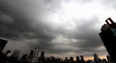 Hujan Intai Jakarta Siang Hari