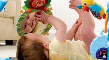 Tiga Aktivitas Baby Gym Bisa Dilakukan di Rumah