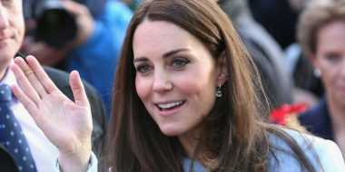 Stylish dengan Busana Serba Navy ala Kate Middleton