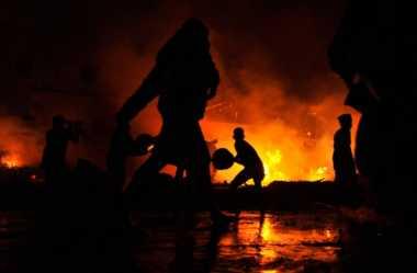 Korsleting Listrik Penyebab Terbakarnya Gudang Karet Marunda