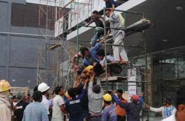 Balon Gas Meledak, Tiga Pekerja Luka Bakar Kritis