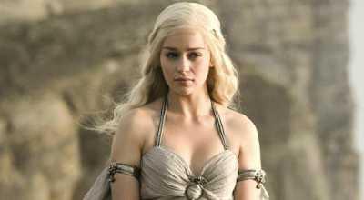 Inspirasi Model Dress Emilia Clarke 'Khaleesi'