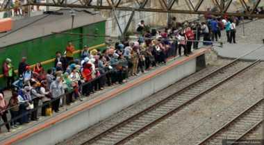 Tabrakan KA di Cirebon, Penumpang di Stasiun Tegal Kembalikan Tiket