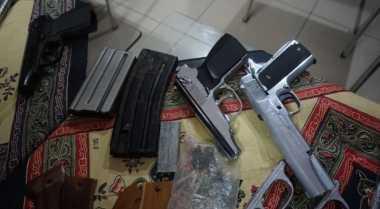 Razia Narkoba, Polisi Malah Temukan Puluhan Senjata