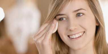 Kesalahan Ini Sering Dilakukan saat Hapus Make Up