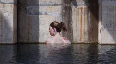 Ada Lukisan Wanita Telanjang di Perairan New York