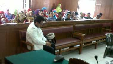Pengacara Umroh, Vonis Mantan Bupati Dharmasraya Ditunda
