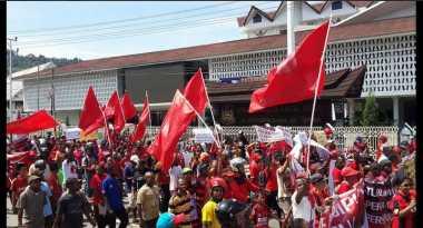 Ribuan Persipuramania Tuntut Menpora & BOPI Bertanggung Jawab