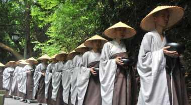 630 Biksu Kumpulkan Dana Amal Jelang Waisak