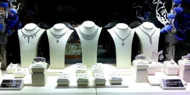 Tips Mudah Membersihkan Berlian