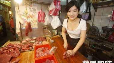 Gadis Cantik Penjual Daging Heboh di Taiwan