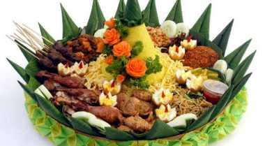 Santap Nasi Tumpeng Enaknya dengan Lauk Ini