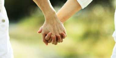Tangan Pria Membuat Wanita Tergoda
