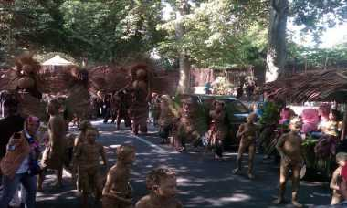 Parade Payung hingga Manusia Tanah Semarakkan HUT Bogor