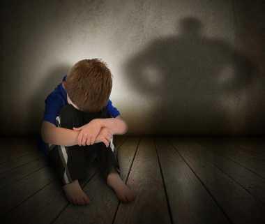 Ibu Kandung Pukuli Anak karena Seragam Sekolah