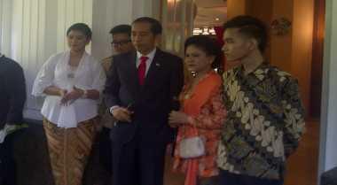 Wartawan Peliput Pernikahan Gibran-Selvi Dapat Seragam Batik