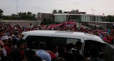 Megawati Diserbu Warga di Depan Makam Bung Karno