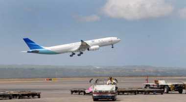 Ambulans dan Mobil Damkar Bantu Evakuasi Penumpang Garuda