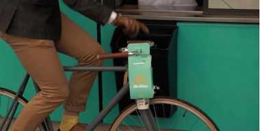 Jalur Khusus Pelanggan Bersepeda di Restoran Siap Saji