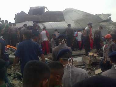 Belasan Jenazah Korban Pesawat Hercules Berhasil Dievakuasi
