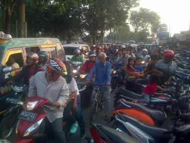Jalan Ditutup, Lokasi Pesawat Jatuh Macet Total
