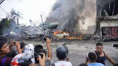 Petugas Kesulitan Evakuasi Korban Pesawat Hercules C130