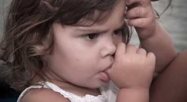 Penyebab Anak Suka Mengisap Ibu Jari