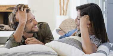 Fakta Pria Tertarik Wanita Bersuara Lembut