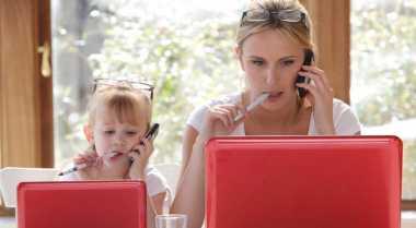 Anak Perempuan dari Ibu Bekerja Sukses Berkarier