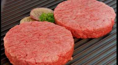 Alasan Membuat Beef Burger Harus Diaduk hingga Rata