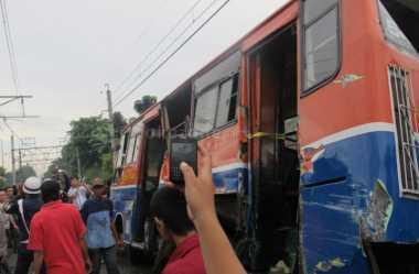 Metromini Terguling di Flyover Kebayoran Lama, Sopir Kabur