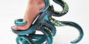 Desainer Ini Ciptakan Sepatu Tentakel Gurita