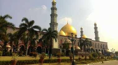 Ramadan, Pengunjung ke Masjid Kubah Emas Ribuan