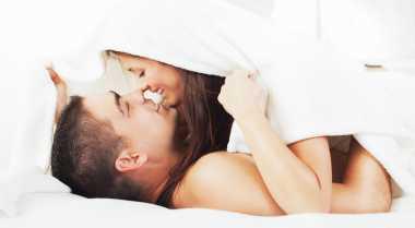 Cara Wanita Tunjukkan Romantisme pada Pria