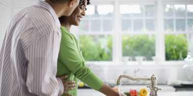 Bentuk Cinta Suami Wajib Dilakukan Tiap Hari