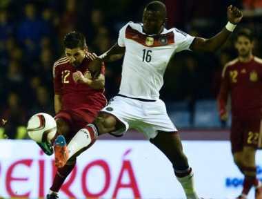 Bek Stuttgart Akui Diminati Chelsea