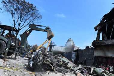 Areal Jatuhnya Pesawat Hercules C-130 di Pasang Pagar Seng