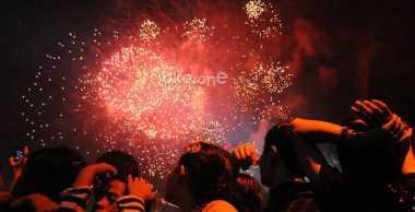Pengunjung JFK Histeris Tonton Pesta Kembang Api
