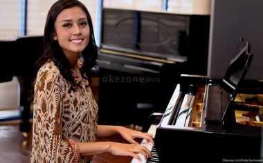 Maria Harfanti Mulai Latihan Piano untuk Talent Show