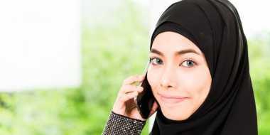 Memadukan Aksesori Kepala dengan Hijab