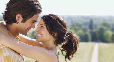 Empat Kiat Wanita Nyatakan Cinta pada Pria