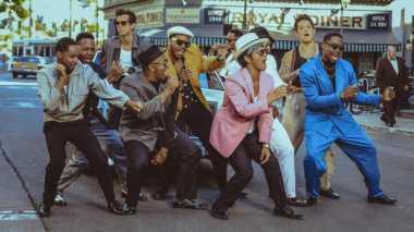 Video Kolaborasi Mark Ronson & Bruno Mars Terpopuler di Dunia