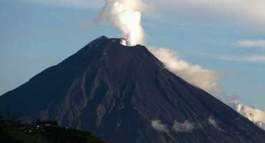 4.985 Orang Berpotensi Kena Letusan Gunung Raung