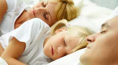 Tidur Bersama Anak Bahayakan Pernikahan