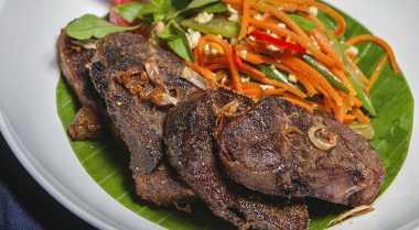 Santap Malam dengan Empal Daging yang Lezat